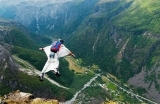 wingsuit-ucanadam-1558598865.jpg